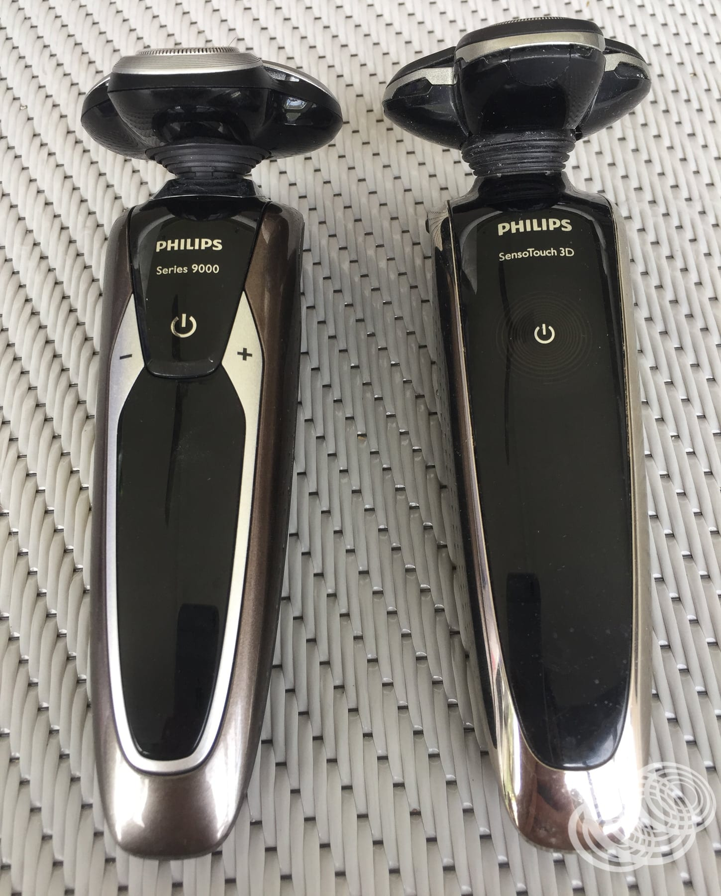 The new Philips 9000 Series (left) side-by-side with the SensoTouch 3D (right).